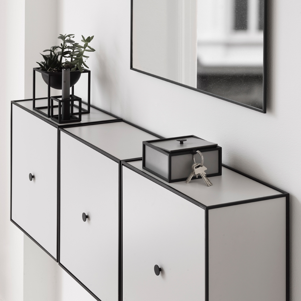 frame 42 kub med d rr ek hyllsystem svenssons i lammhult. Black Bedroom Furniture Sets. Home Design Ideas